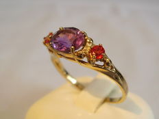 Golden ring with amethyst approx. 1 ct and rubies totalling approx. 0.44 ct