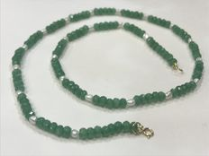 Emerald and pearl necklace with gold