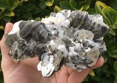 Large piece of Muscovite mica crystals  -  13 x 9 x 6 cm - 593 gm