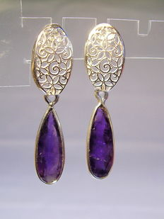 Earrings with facetted amethyst droplets approx. 3.2ct in total.