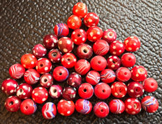 30 venetian dotted red heart beads and 20 round feather beads