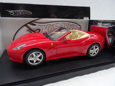 Hot Wheels - Scale 1/18 - Ferrari California Spider - Colour: Red