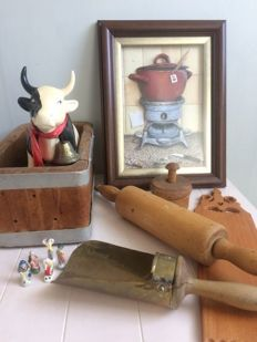 Lot of 8 decorative old kitchen items