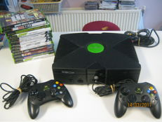 Nice complete original Xbox incl 2 original controllers and 15 games.