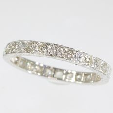 Art Deco eternity band with 29 diamonds - anno 1950