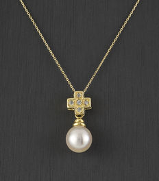 Choker with cross shaped pendant made in yellow gold with zirconias and Akoya pearl.