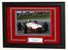 John Surtees (RIP) origineel gesigneerde foto - Premium Framed + Certificate of Authenticity