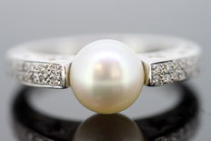 Wempe - 18K White Gold Ladies Ring With Diamonds ( 0.32 CT Total ) and Freshwater Pearl - Size UK : P US: 8 EU : 56 1/4