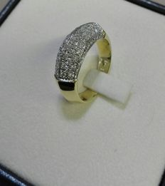 Ring – 18 kt white and yellow gold, with pavé of diamonds totalling 0.84 ct.