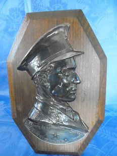 A bust on wood of S.M. Leopold III from Belgium Made by artist Johannes Dommisse in 1939-1940. One of a kind!