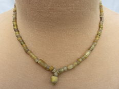 Roman necklace with yellow iridescent glass beads - 46 cm.