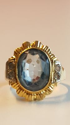 18 kt yellow gold ring with topaz and diamonds