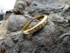 Gold (18 kt) ring with diamonds