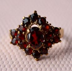 Sterling Silver + gold Ring from around 1920 with Bohemian large oval cut Garnet 8x6mm (1.40Ct.) and 16 rose cut Garnets appr. 0,80 ct.