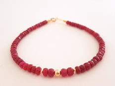 Bracelet made of faceted ruby beads with 14 kt gold clasp and 14 kt in between beads