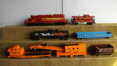 Mehano H0 -  7 piece goods train with a Diesel locomotive  of the Boston & Maine railroad