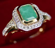 Vintage Sterling silver + goldplated ring with Emerald approx. 7,6x6mm.