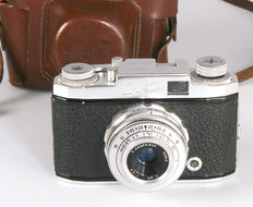 Specialites Tiranty Corvette met  P. ANGENIEUX 45mm f3.5 - very rare French camera