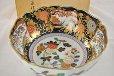 Comes with flowers in box, Imari -Japan - second half of the 20th century