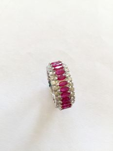 Memory ring with rubies and brilliants