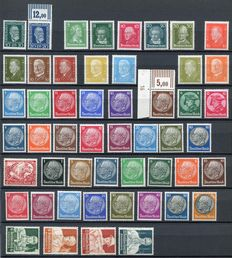 German Reich 1933/1945 - Small collection between Michel 368 and 562