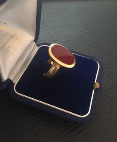 18 kt gold ring with carnelian – size 18 mm