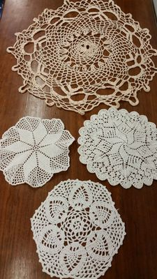 Lot of 4 doilies from an Italian private collection, around 1925