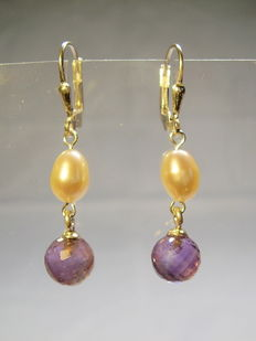 Earrings with genuine white pearls and amethyst briolette beads of approx. 3 ct in total.