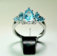14 karat white gold ring with 2.31 ct faceted blue topaz.