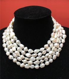 Necklace of cultivated freshwaterpearls, 211 cm