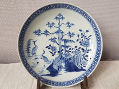 A deep blue and white decorative bowl – China – 19th century