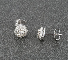 White gold bezel-shaped earrings with diamonds