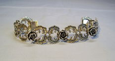 Heavy bracelet with rocailles and roses