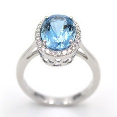 White gold ring with aquamarine and diamonds. HRD report.