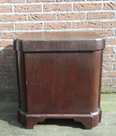 Large mahogany wine cooler with copper inner bin - ca. 1830