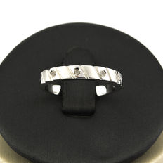 White gold ring set with 4 brilliant cut diamonds totalling 0.10 ct.