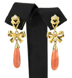 Yellow gold earrings with natural bow-shaped Pacific corals, set with zirconias – 42.4 mm