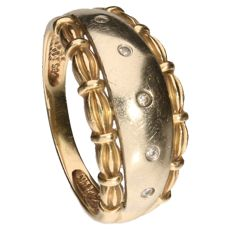 14 kt bi-colour gold ring set with nine brilliant cut diamonds of 0.01 ct each 0.05 ct in total