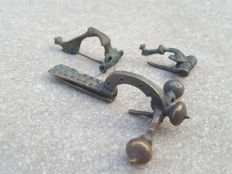 Roman era - 3 bronze fibulae - various types - 30-73 mm (3)