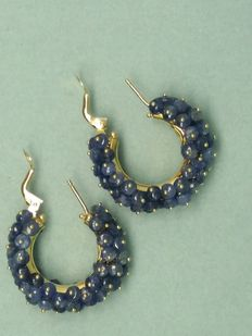 Earrings in 18 kt gold with sapphires – external diameter: 2.7 cm