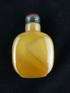 Nice sniffing bottle in agate stone - China - late 20th century
