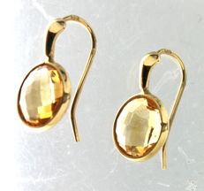 Yellow gold earrings inlaid with citrine.