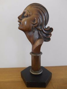 bronze statue in art deco style from 1930