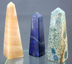 Fine quality set of Royal Blue Lapis Lazuli, Honey Calcite and Granite obelisks - 87, 95 and 107mm - 406gm  (3)