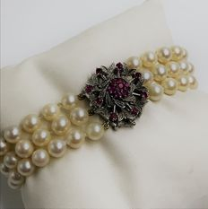 Three pearl string bracelet - natural cultured pearls.