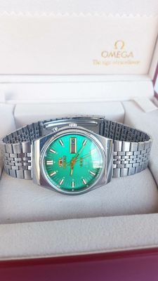 Orient  Automatic  SK   Day/Date- Men's   Wristwatch  -1980's
