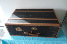 Beautiful old trunk with key, Zumpolle, with authentic tag