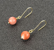 Yellow gold earrings with round-shaped natural Pacific coral gemstones ***no reserve***