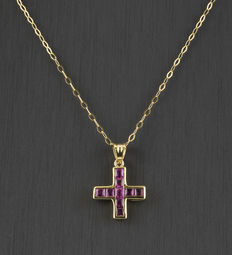 Choker with cross pendant in yellow gold with carre cut rubies ***No reserve***