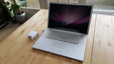 Apple Powerbook G4 - 17''inch, 1Ghz, 1GB Ram, 60 GB HD incl. Charger
